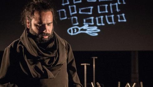 Over Het Theater Van Mokhallad Rasem