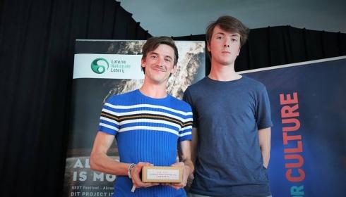 Prix du meilleur espoir du théâtre décerné à Moore Bacon!